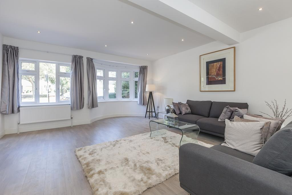 Broad Walk, Eltham, Kidbrooke, Blackheath, Greenwhich, London, SE3 8NH